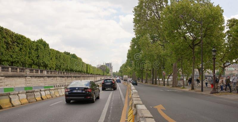 Sul modo Georges Pompidou, al Louvre, veicoli commoventi, pe fotografie stock