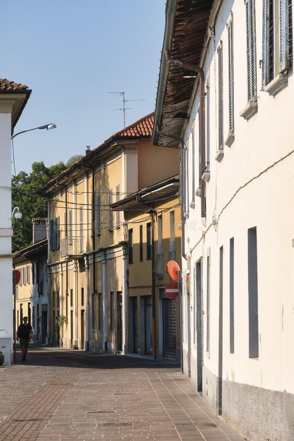 Sul Naviglio Milano, Italia di Cernusco: costruzioni immagine stock