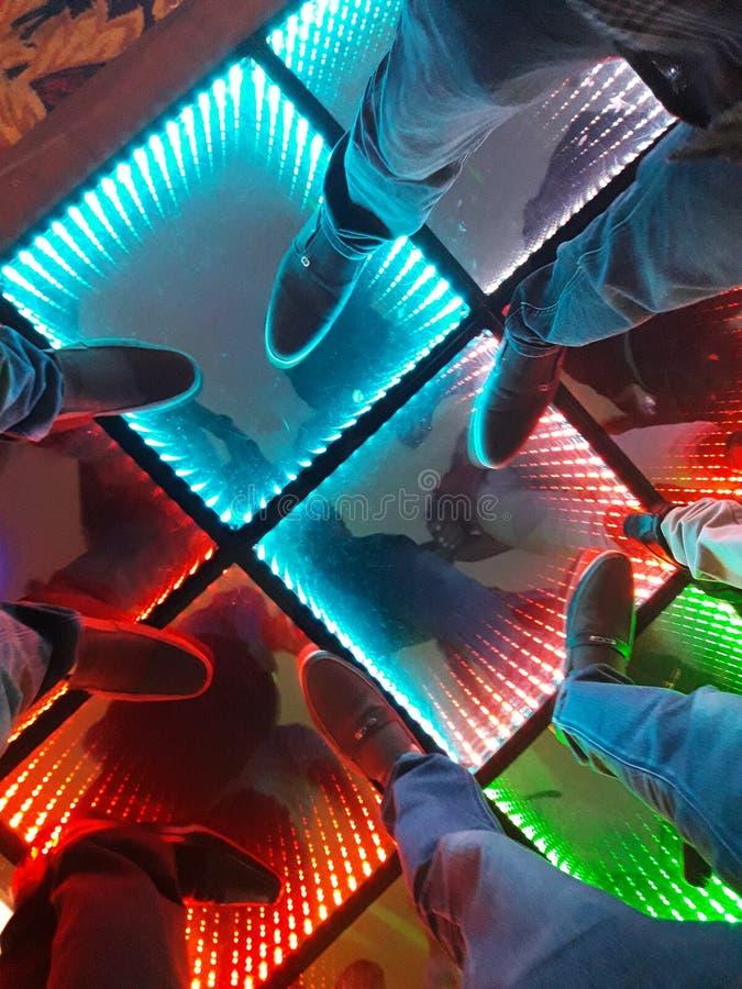 Sul pavimento di dancing variopinto fotografie stock libere da diritti