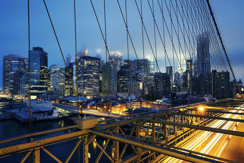 Download Sul ponte di Brooklyn immagine stock. Immagine di metropolis - 56893219
