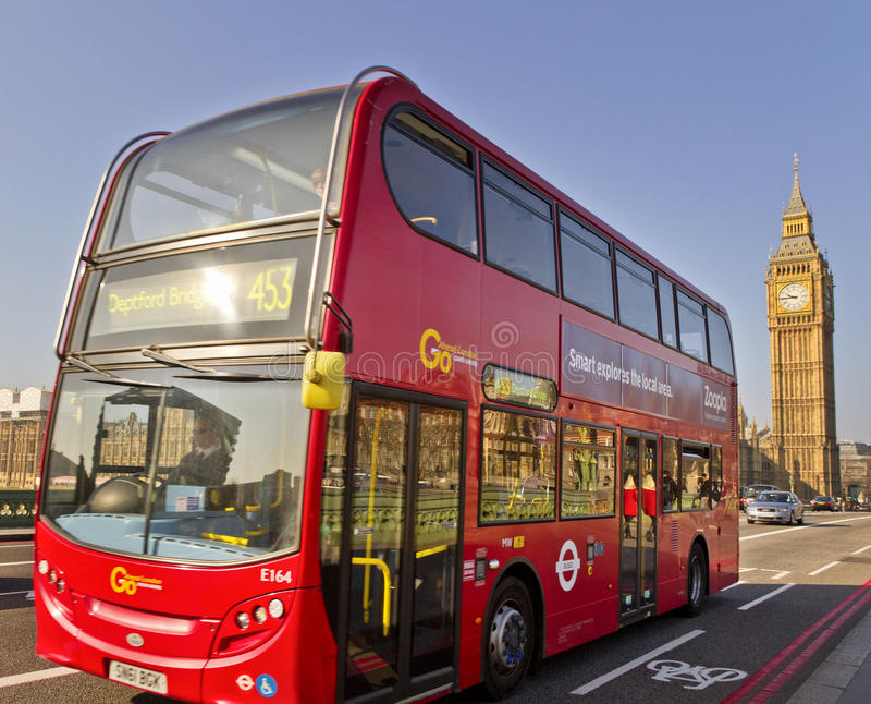 Sul ponte di Westminster a Londra. fotografia stock
