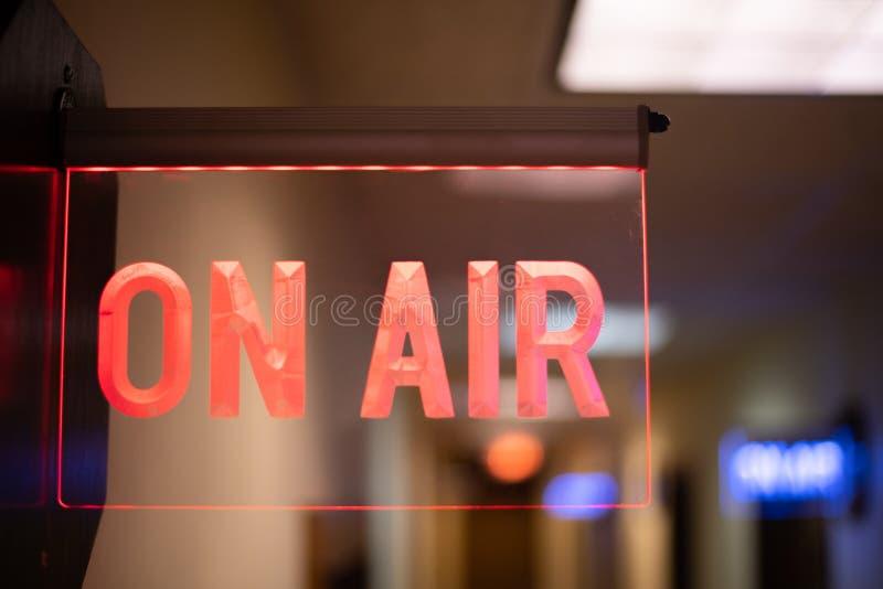 Sul segno dello studio della radio dell'aria fotografia stock libera da diritti