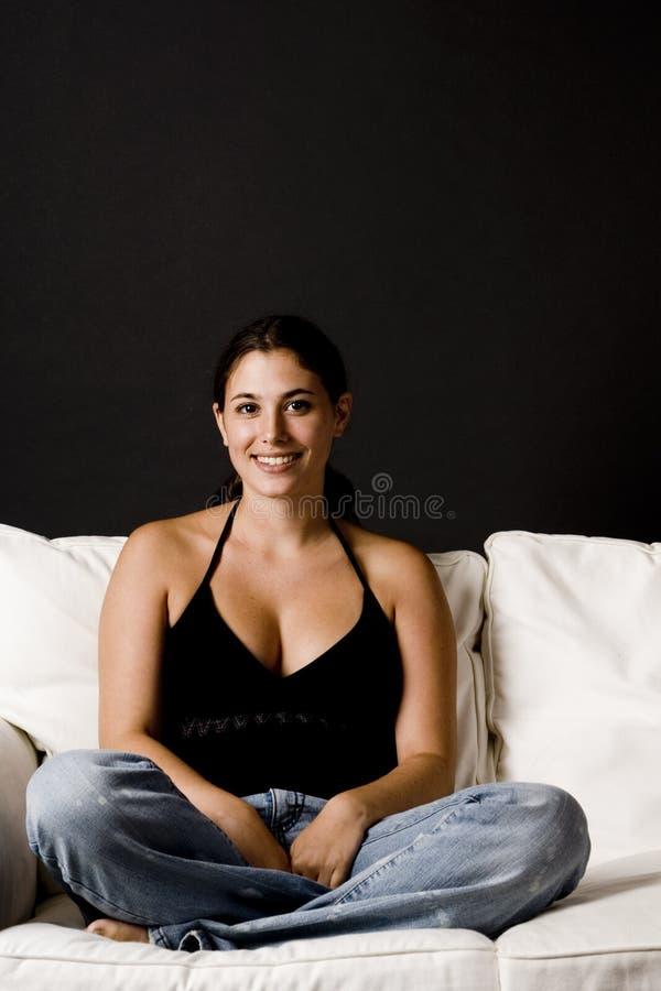 Download Sul sofà 8. fotografia stock. Immagine di attraente, brunette - 206066