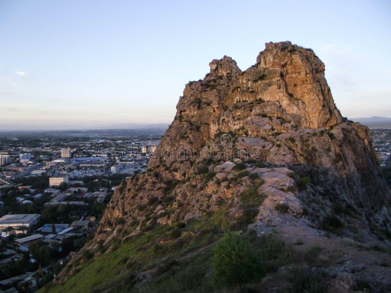 Sulaiman-Too山 市的看法奥什 库存照片
