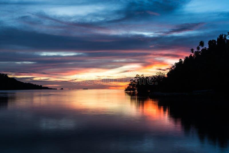 Sulawesi ontzagwekkende zonsondergang royalty-vrije stock afbeelding