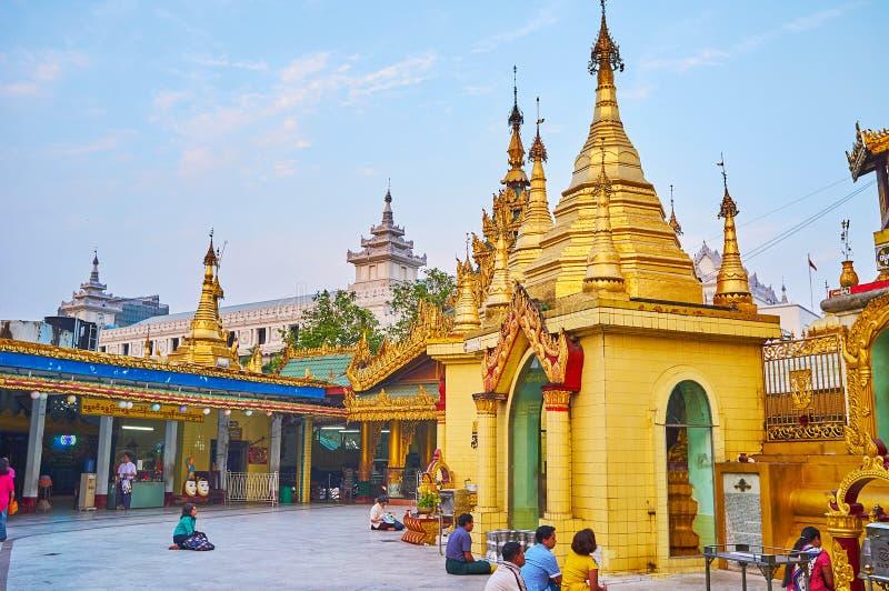 Sule塔,仰光,缅甸地面  免版税库存图片