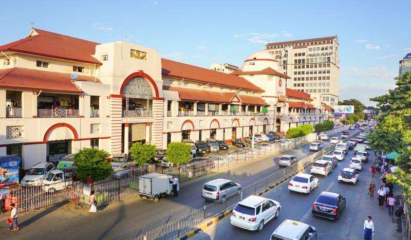 Sule Boulevard con el mercado de Bogyoke en Rangún fotografía de archivo libre de regalías