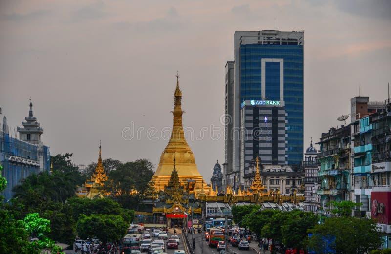 Sule pagoda i Yangon, Myanmar fotografering för bildbyråer