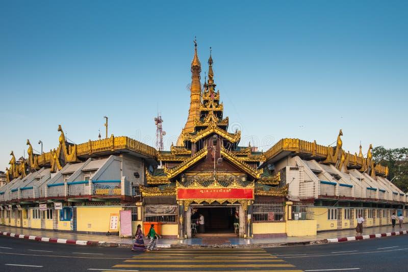 Sule Paya Pagoda i Yangon arkivfoton