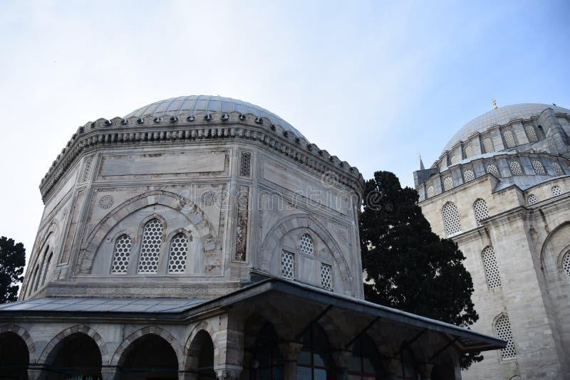 Suleymaniye moskékyrkogård med gravvalvet av sultan Suleyman royaltyfri bild
