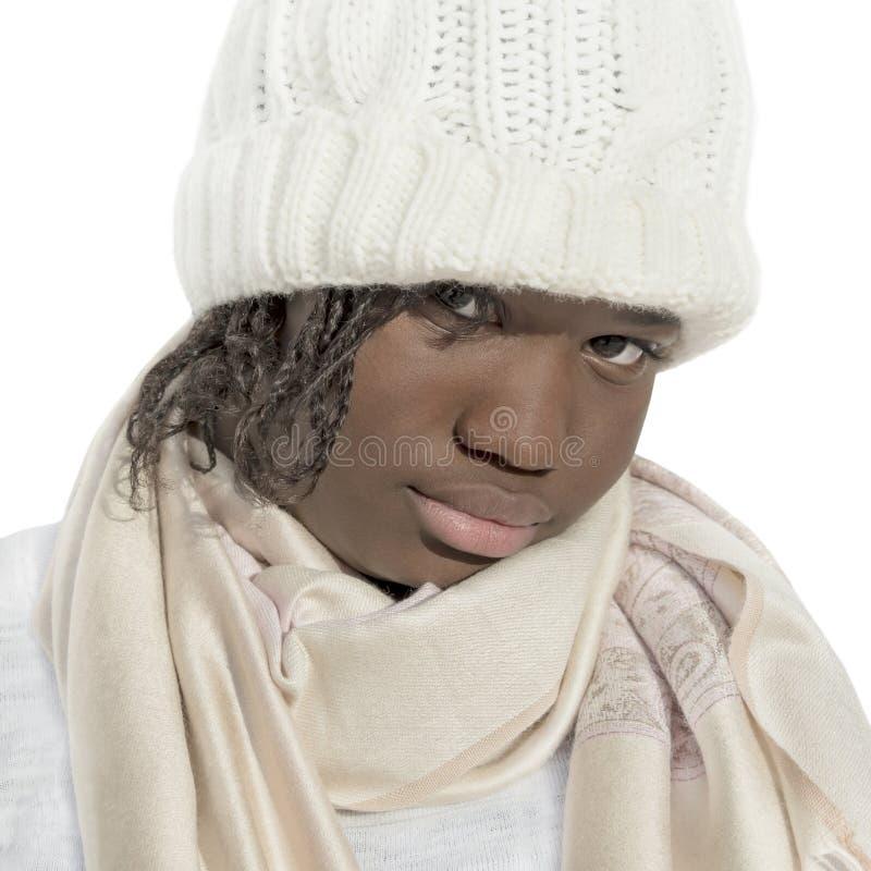 Sulky девушка нося белую изолированную крышку, стоковые изображения rf