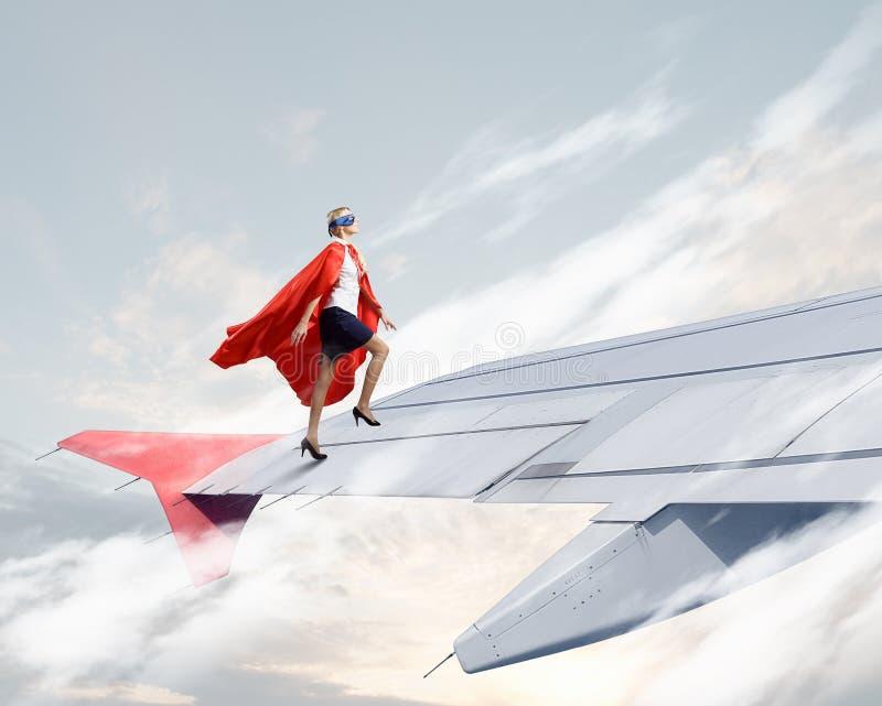 Sull'ala dell'aeroplano di volo fotografie stock libere da diritti