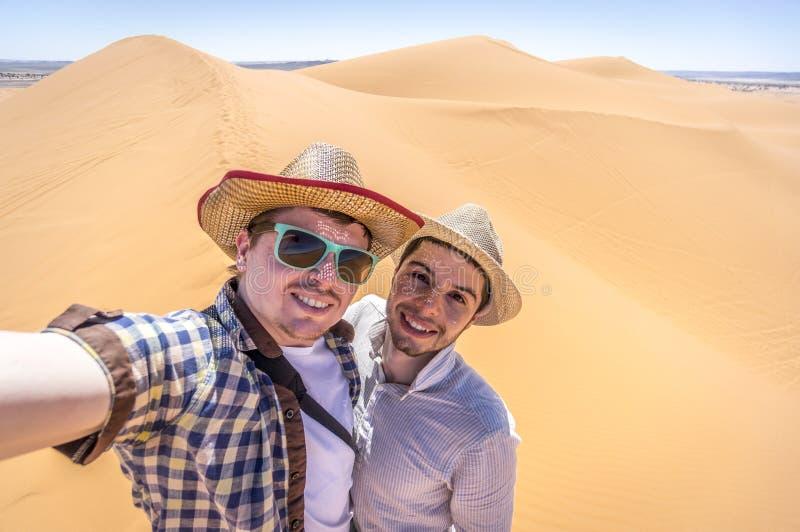 Sulla scelta della duna di sabbia immagini stock libere da diritti