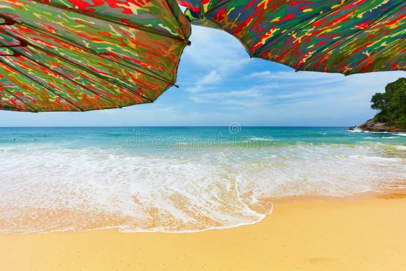 Sulla spiaggia tropicale immagini stock