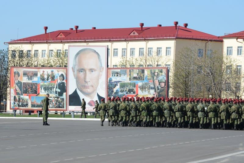 Sulla terra di parata dell'unità militare delle truppe interne del MIA della Russia fotografia stock libera da diritti