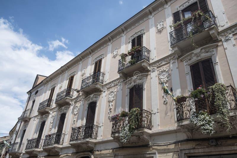 Sulmona Abruzzi, Włochy, historyczny pałac zdjęcie stock