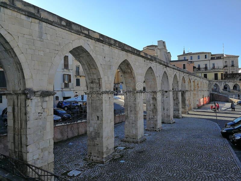 Sulmona - acueducto medieval fotografía de archivo