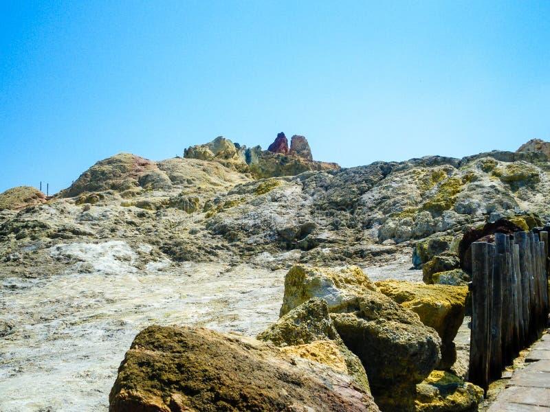Sulphur ånga på krater arkivbilder