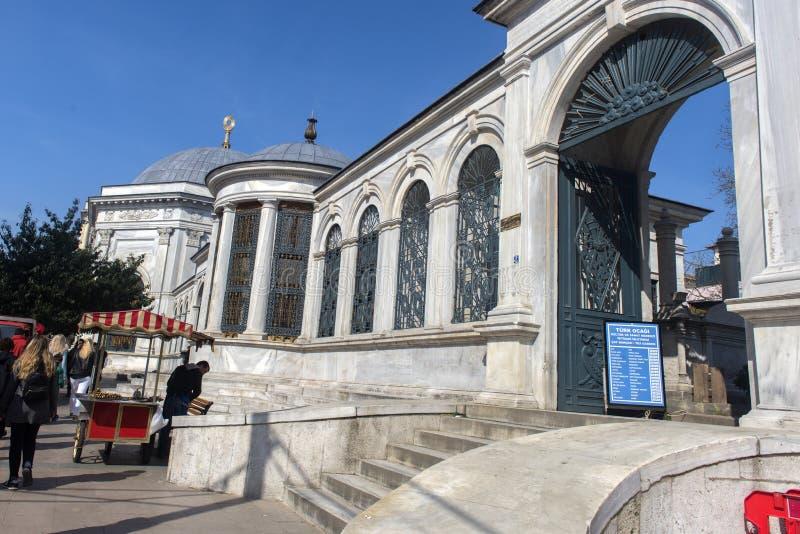 Sultão II Abdulhamid Han Hz Turbesi complexo com cemitério e mesquita fotos de stock royalty free