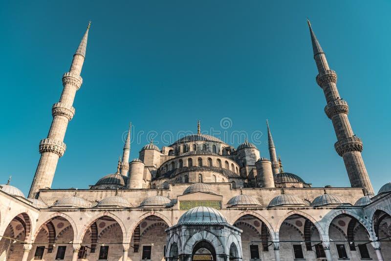 Sultan Ahmed Blue Mosque an der blauen Stunde in Istanbul, die T?rkei - Osmane-Moschee - Moslem-Gebets-Platz stockfoto