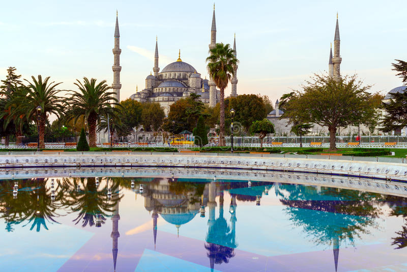 Sultan Ahmed Mosque & x28; Blåa Mosque& x29; , Istanbul, Turkiet royaltyfria bilder