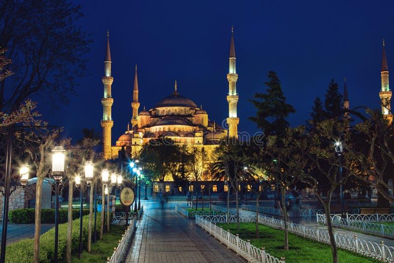 Sultan Ahmed Mosque em Istambul contra o céu azul foto de stock royalty free
