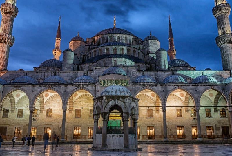 Sultan Ahmed Mosque i Istanbul kalkon arkivfoton
