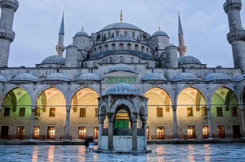 Sultan Ahmed Mosque som är bekant som den blåa moskén i Istanbul, Turkiet royaltyfri foto