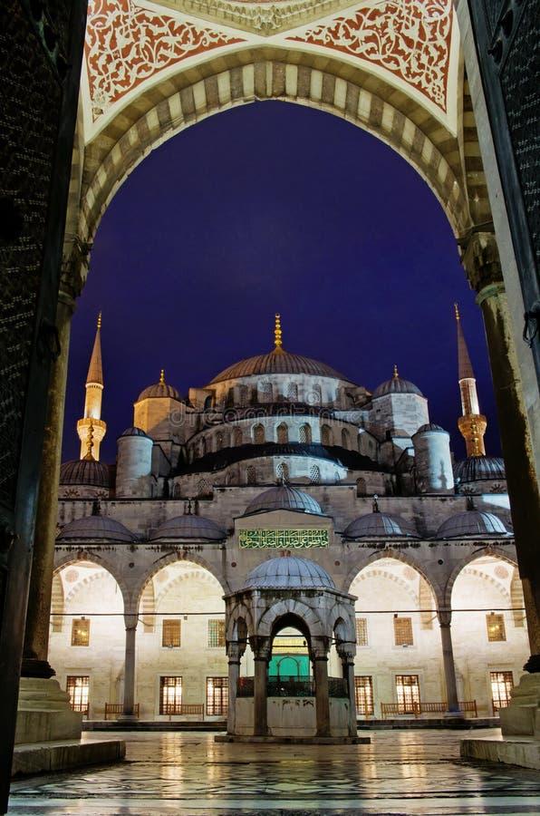 Sultan Ahmed Mosque som är bekant som den blåa moskén i Istanbul, Turkiet royaltyfria bilder