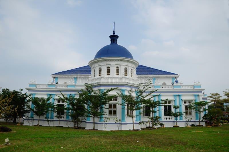 Sultan Ibrahim Jamek Mosque Moskén byggdes på 1927 och ställning nära munnen av den Muar floden på Mu royaltyfri foto