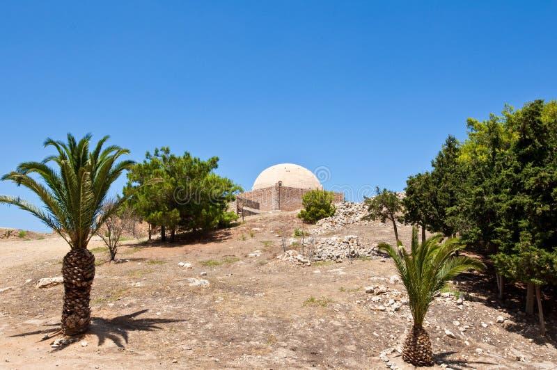 Sultan Ibrahim moskékupol på överkanten av Fortezzaen crete greece royaltyfri bild