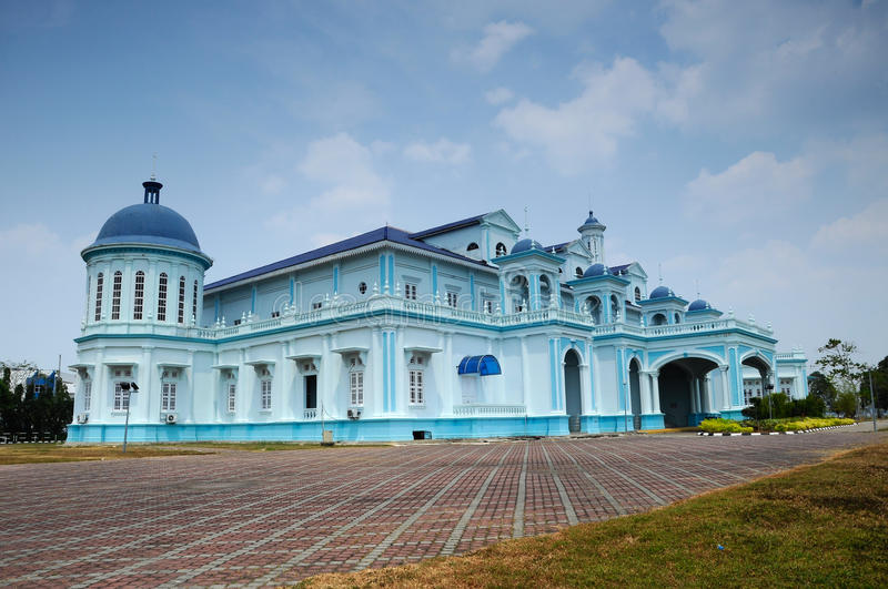 Sultan Ismail Mosque in Muar, Johor, Malaysia. JOHOR, MALAYSIA – JANUARY, 2014: Sultan Ismail Mosque also known as Muar 2nd Jamek Mosque located at royalty free stock images