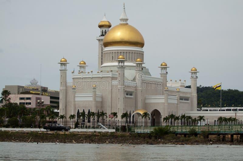 Sultan Omar Ali Saifuddin Mosque em Bandar Seri Begawan - Brunei Darussalam fotografia de stock