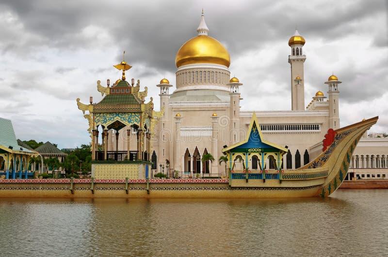 Sultan Omar Ali Saifuddin Mosque em Brunei Darussalam fotografia de stock