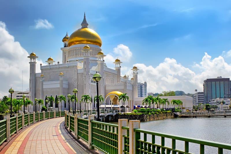 Sultan Omar Ali Saifuddin Mosque i Bandar Seri Begawan Brunei arkivbilder