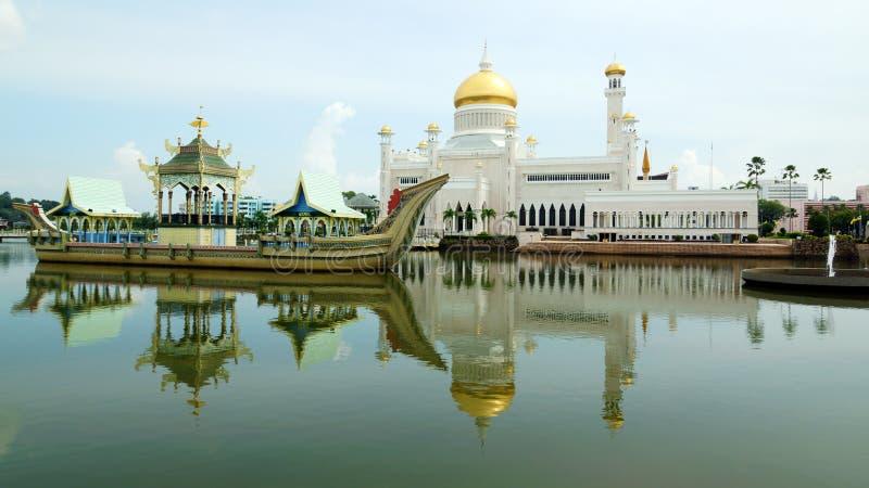 Sultan Omar Ali Saifudding Mosque royaltyfri fotografi
