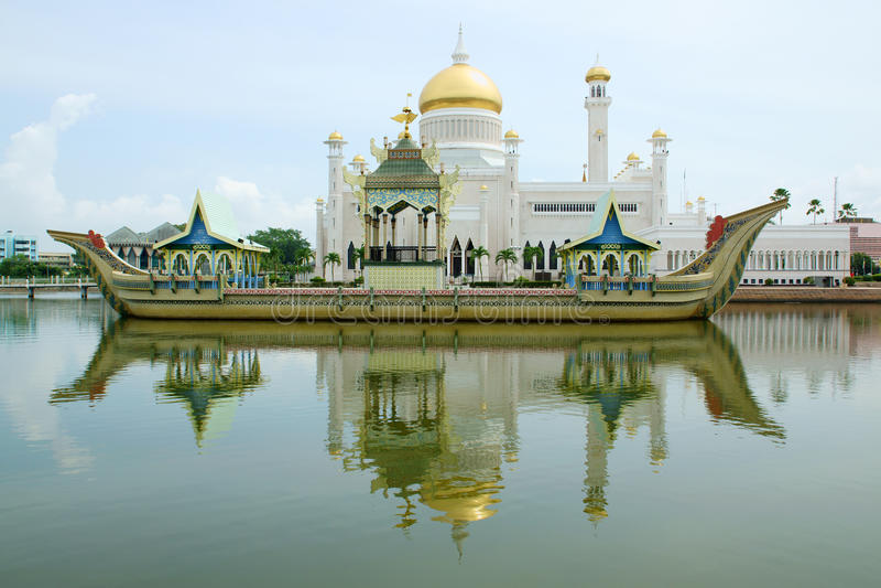 Sultan Omar Ali Saifudding Mosque foto de stock
