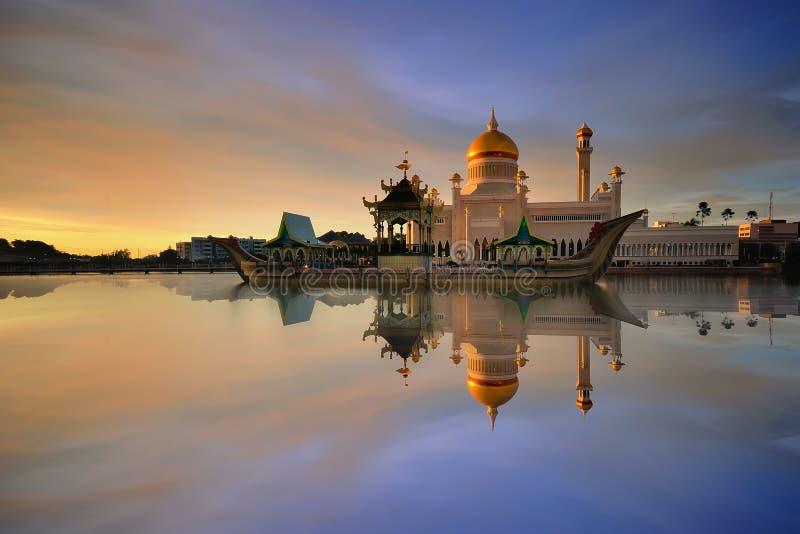 Sultan Omar Ali Saifudding Mosque royaltyfria bilder