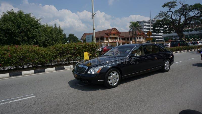 Sultan Perak- die Sultan Nazrin van Bangunan Dewan Darul Ridzuan vertrekken stock foto's