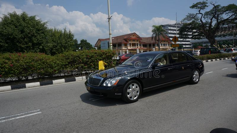 Sultan Perak Sultan Nazrin partant de Bangunan Dewan Darul Ridzuan photos stock