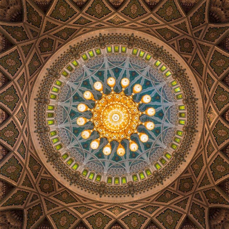 Sultan Qaboos Grand Mosque i Muscat, Oman fotografering för bildbyråer