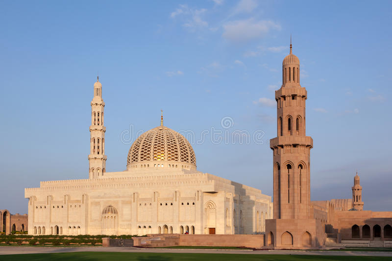 Sultan Qaboos Grand Mosque i Muscat, Oman arkivfoton