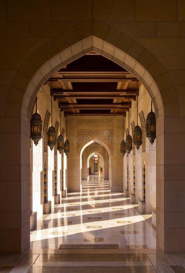 Sultan Qaboos Grand Mosque i Muscat, Oman arkivfoto