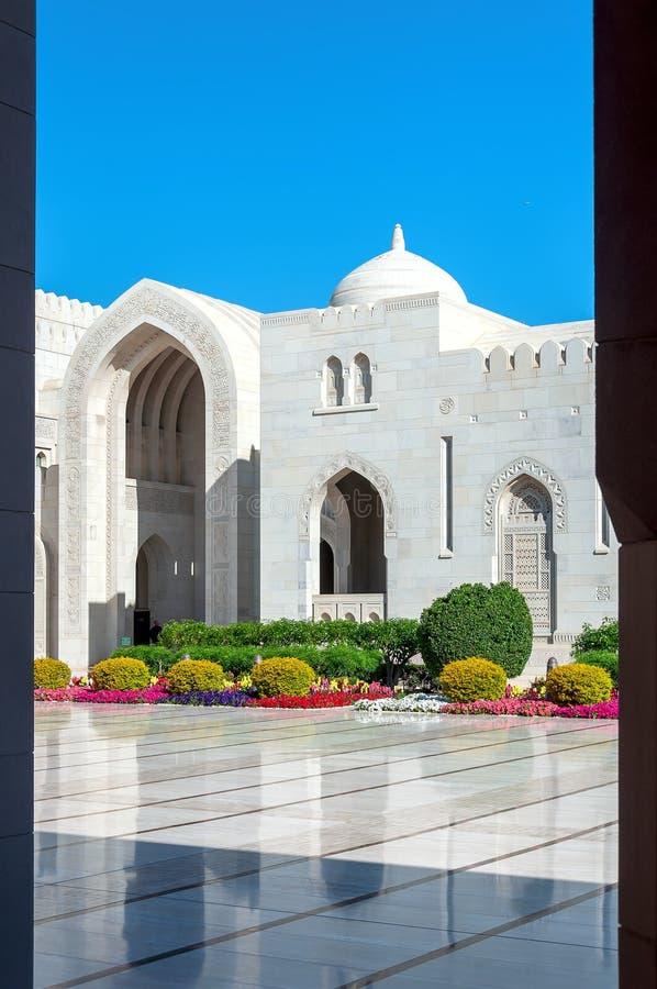 Sultan Qaboos Grand Mosque - Muscat - Oman royaltyfri foto
