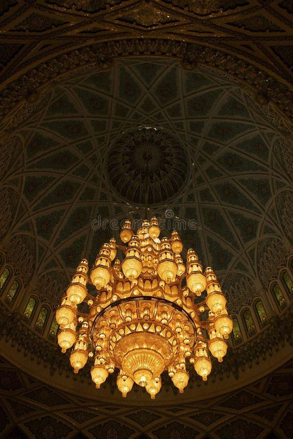 Sultan Qaboos Grand Mosque Muscat Oman 600 000 kristallSwarovski ljuskrona arkivbilder