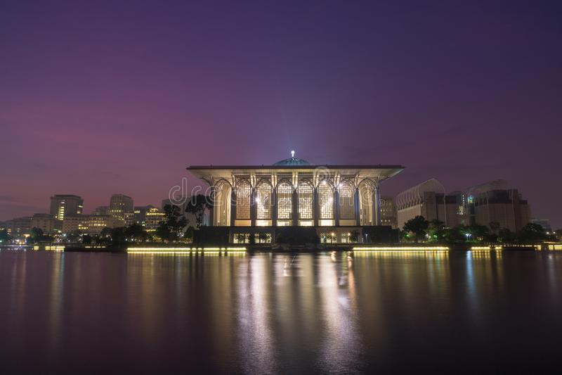 Sultan Zainal Abidin Mosque au cr?puscule photos stock