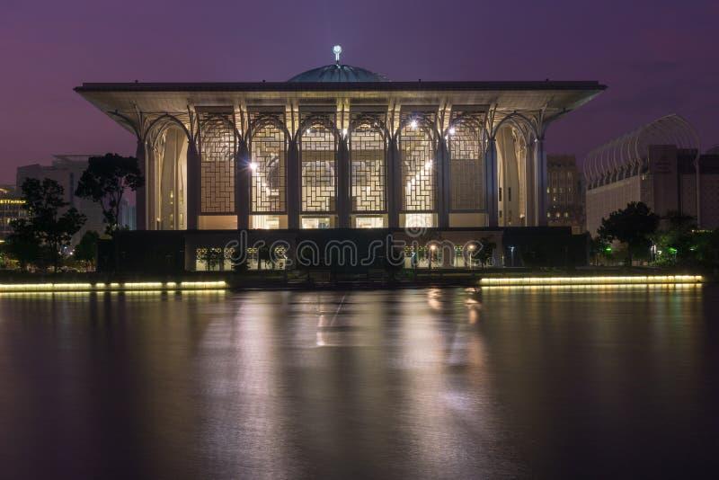 Sultan Zainal Abidin Mosque bij Schemer royalty-vrije stock foto's