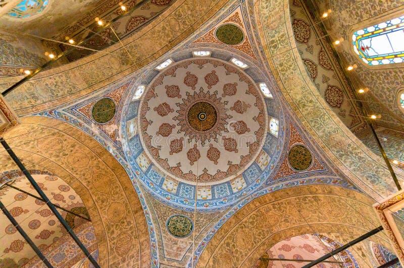 Sultanahmed清真寺,蓝色清真寺教堂中殿的拱形屋顶  图库摄影