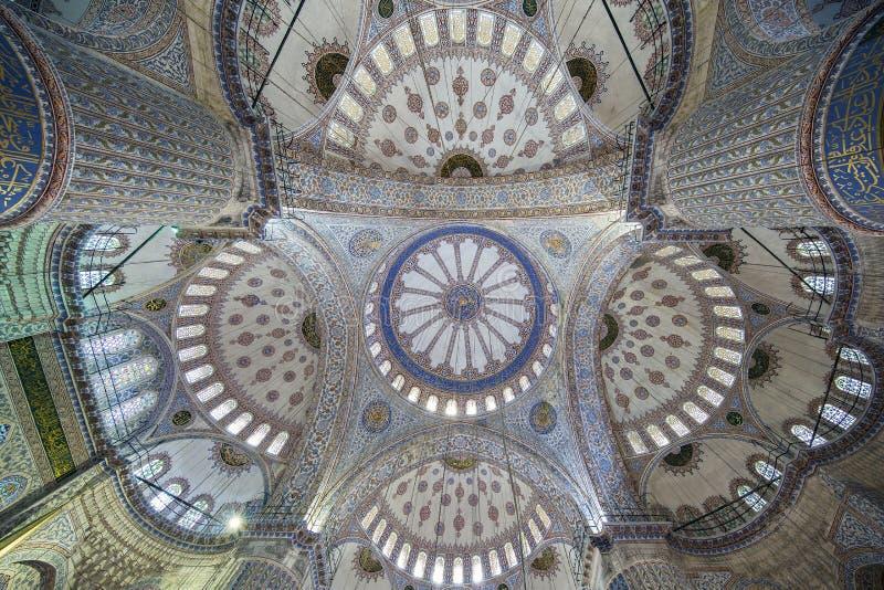 Sultanahmet (蓝色)清真寺内部看法在法提赫,伊斯坦布尔, T 免版税图库摄影