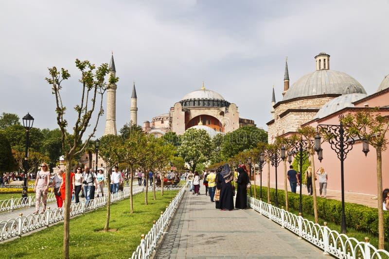Sultanahmet fyrkant med sikter av Hagiaen Sophia royaltyfria foton